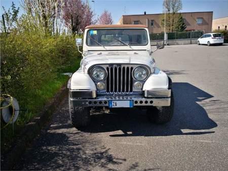 jeep cj7 https://cloud.leparking.fr/2019/04/01/20/15/jeep-cj7-jeep-cj7-bianco_6799699389.jpg
