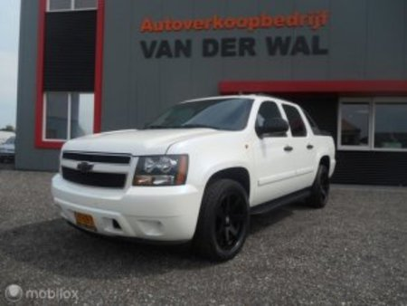 5.3 v8 2wd https://cloud.leparking.fr/2019/09/16/21/25/chevrolet-avalanche-5-3-v8-2wd-blanc_7097042169.jpg