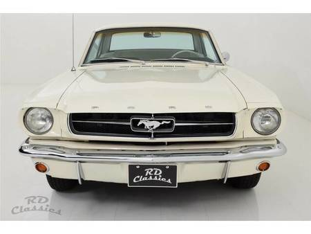 coupe https://cloud.leparking.fr/2020/02/07/00/13/ford-mustang-coupe-weis_7445835871.jpg