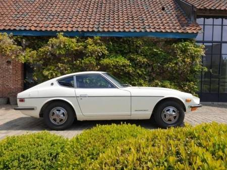 240z https://cloud.leparking.fr/2020/09/28/12/03/datsun-240z-240z-blanc_7788506174.jpg